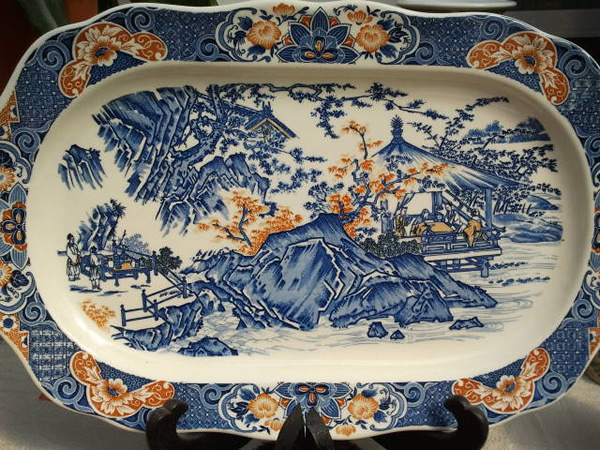 A Beautifully decorated plate which depicts traditional Japanese life.